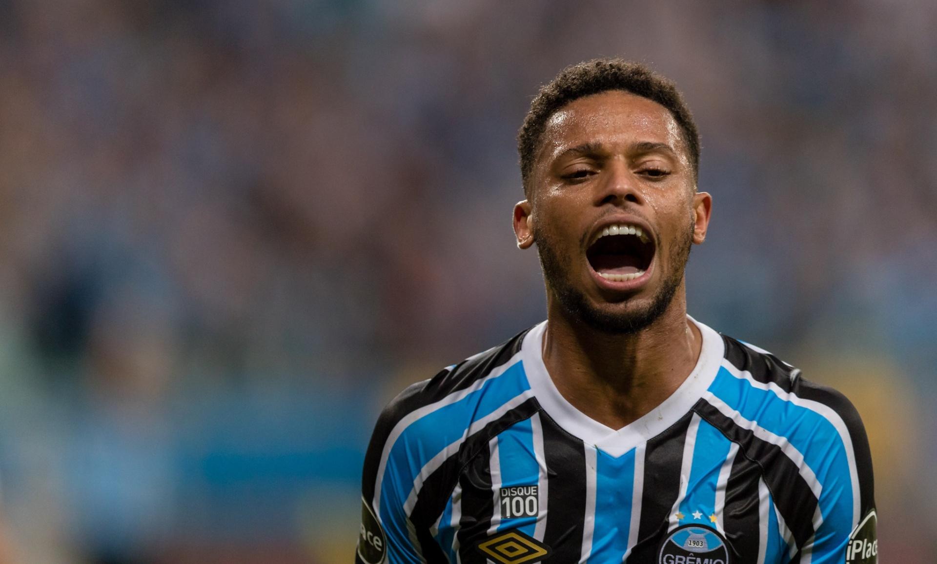 f72ef389d9 Vizeu recria disputa tripla e aumenta dúvida sobre ataque do Grêmio -  13 01 2019 - UOL Esporte