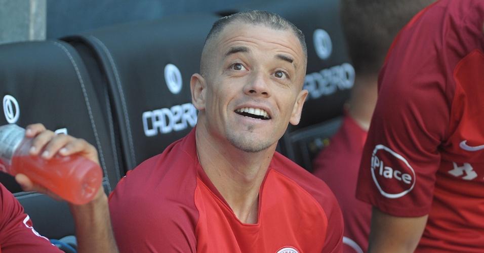 D'Alessandro começou o Gre-Nal no banco de reservas e depois protagonizou confusão com Luan