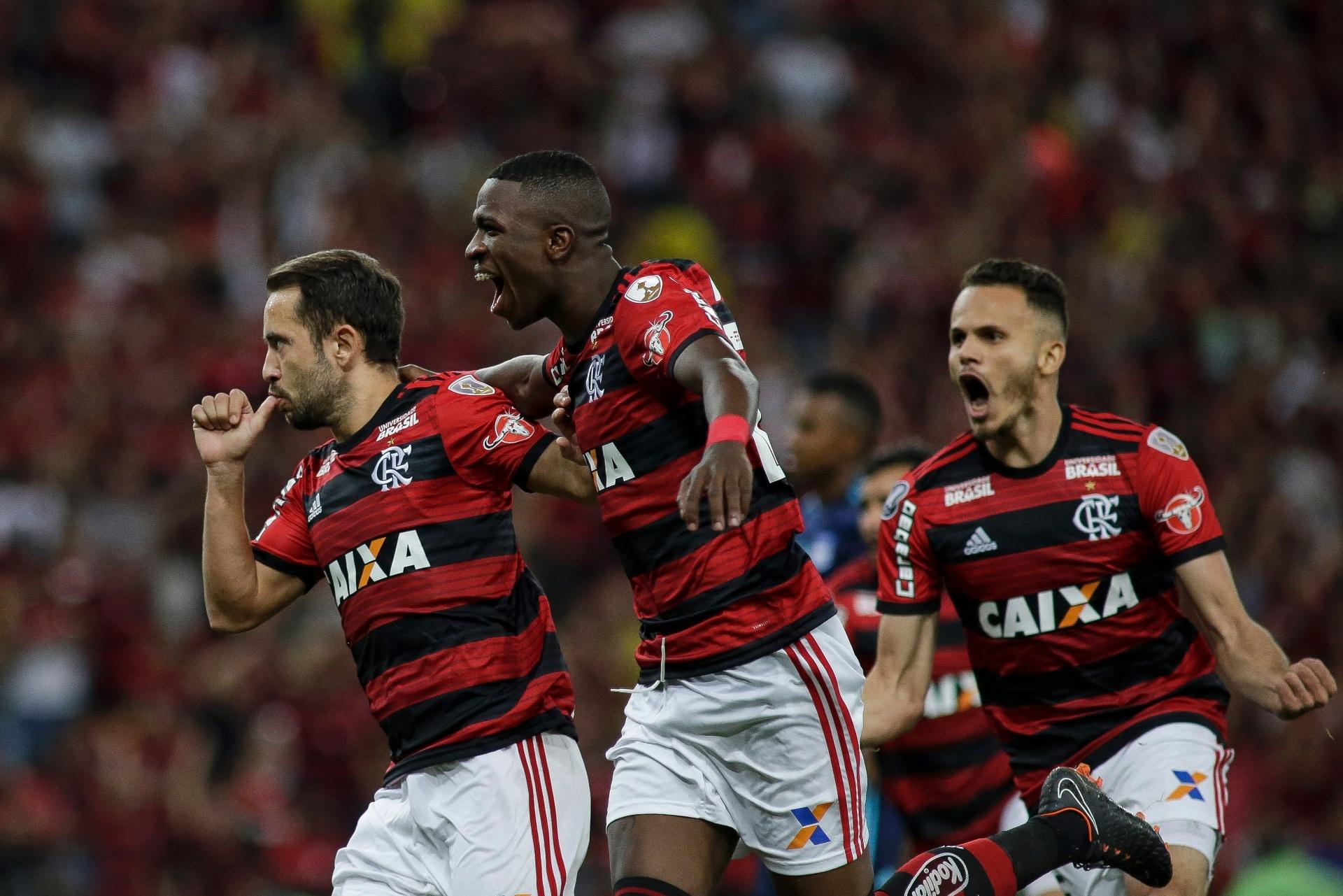 4bd2fa781c Flamengo vence Emelec e avança para as oitavas pela 1ª vez desde 2010 -  16 05 2018 - UOL Esporte