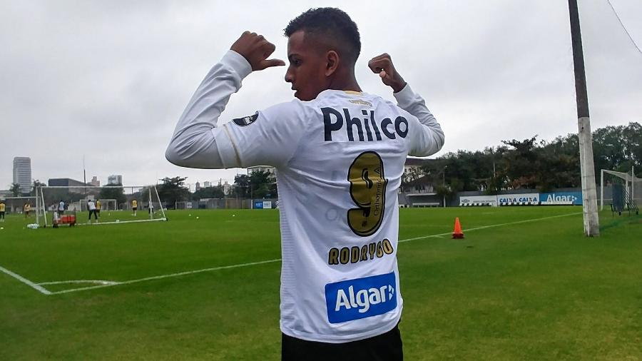 Depois de deixar a 43 e assumir a 9, Rodrygo volta a trocar de número no Santos - Ivan Storti/SantosFC
