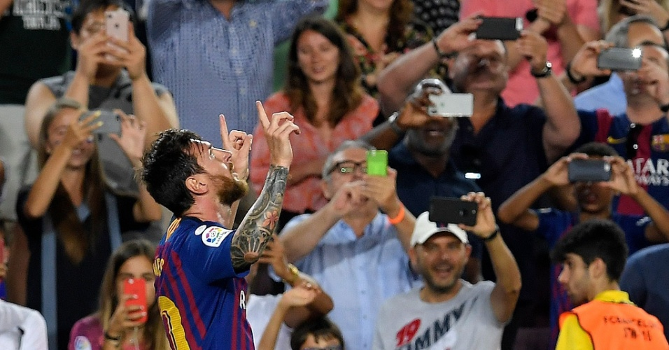Messi comemora gol do Barcelona contra Alavés