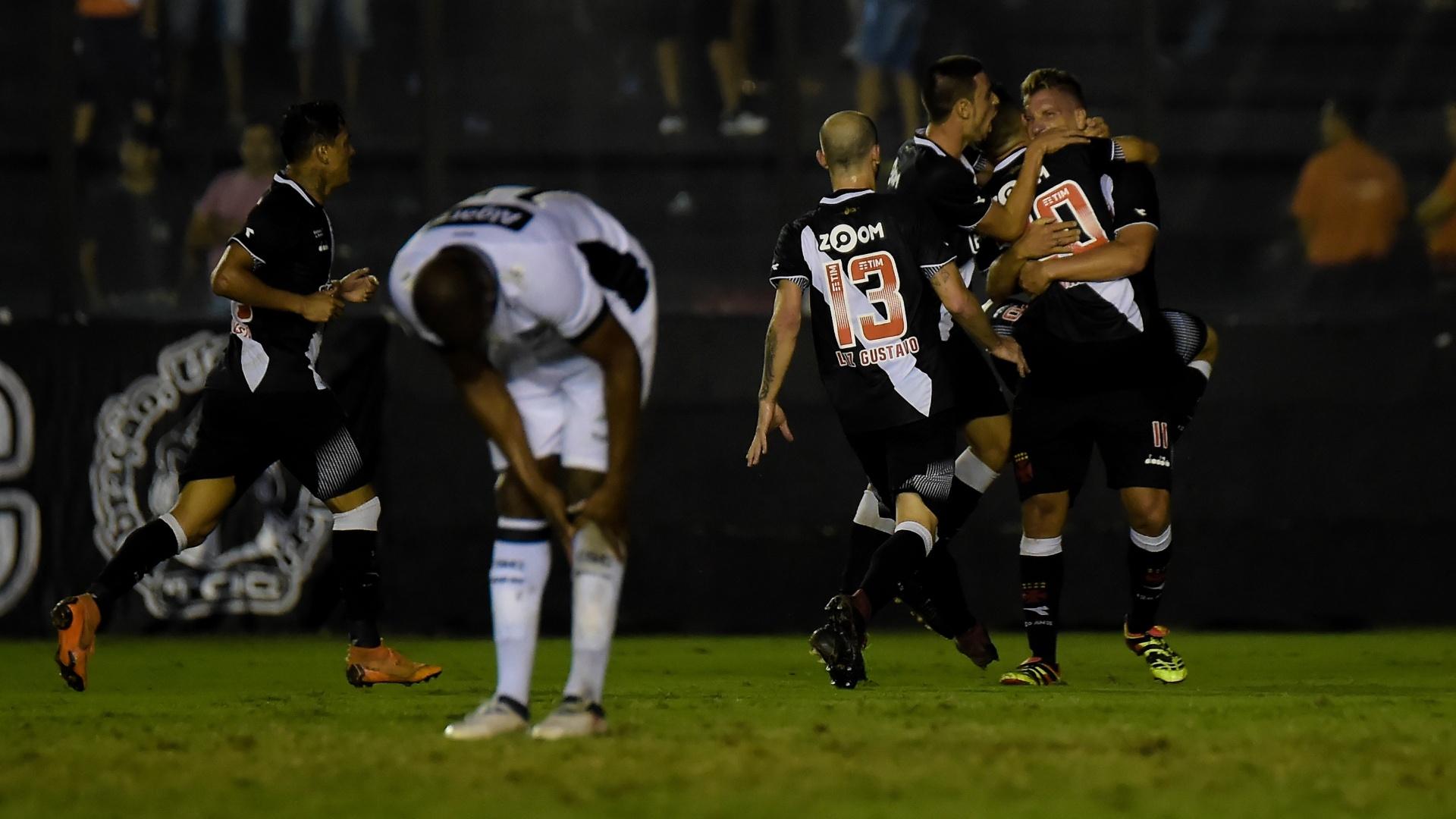 4a6ba76a62fb1 Pedro Ken pede Vasco  quietinho  por objetivos de vitórias e títulos ...