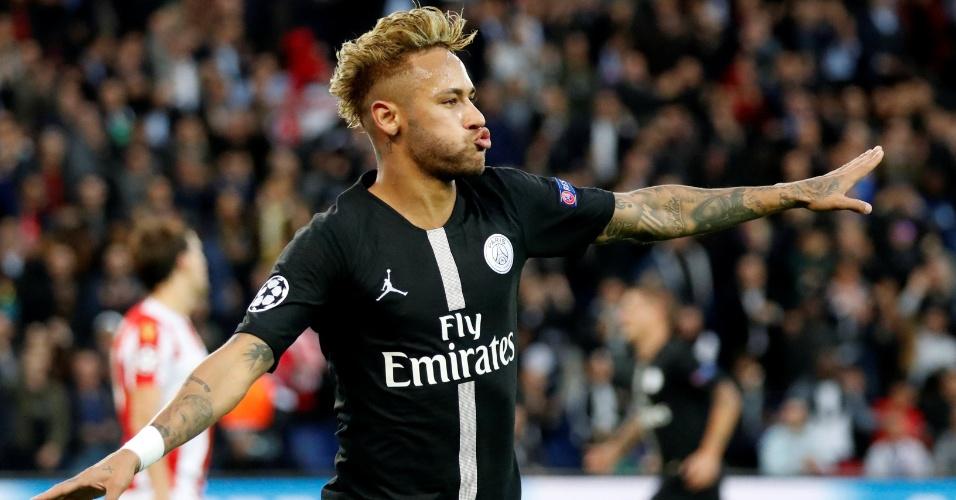 Neymar comemora o segundo gol do PSG diante do Estrela Vermelha