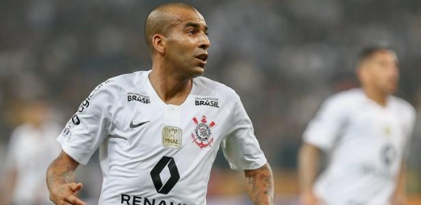 O atacante Emerson Sheik, do Corinthians, disputa a sua última temporada como jogador profissional