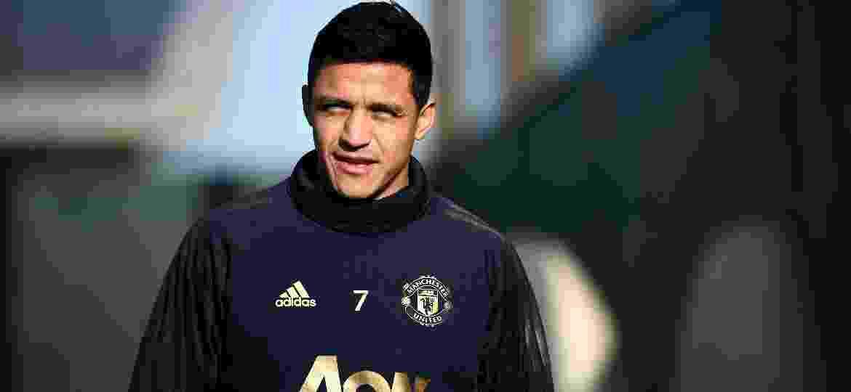Alexis Sánchez está longe de mostrar todo o seu potencial com a camisa do United - FRANCK FIFE/AFP