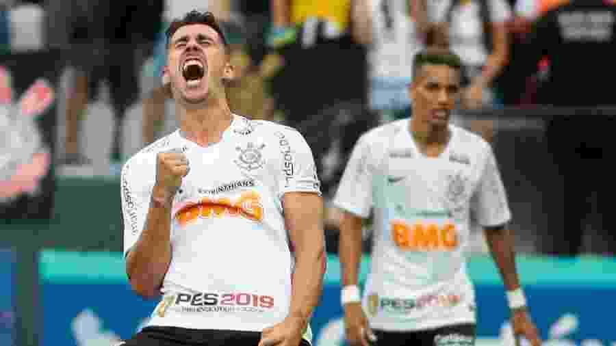Danilo Avelar volta ao time titular do Corinthians - Marcello Zambrana/AGIF