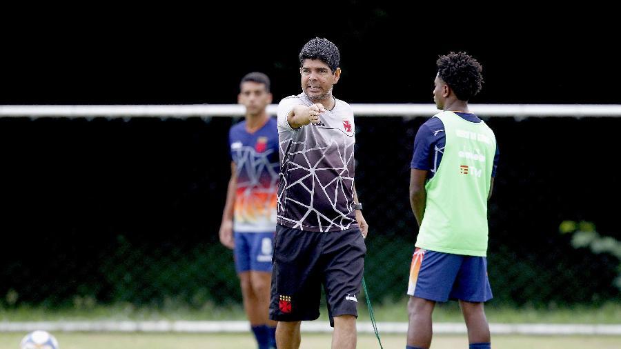Técnico Marcos Valadares foi vice-campeão da Copa São Paulo de futebol júnior este ano com o Vasco e será interino no profissional - Rafael Ribeiro / Vasco.com.br