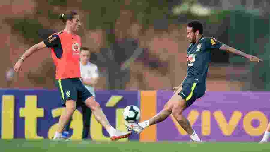 Filipe Luís e Neymar treinando juntos antes de o atacante se lesionar e ser cortado da Copa América - Lucas Figueiredo/CBF