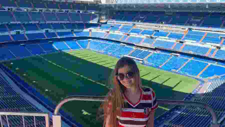 Estudante Maria Fernanda em visita ao estádio Santiago Bernabéu - Arquivo pessoal