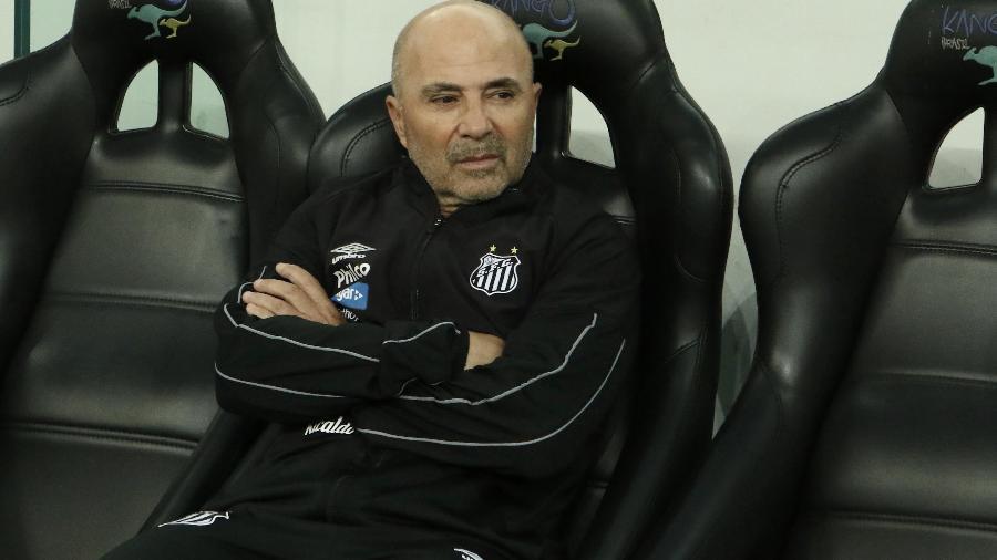 Jorge Sampaoli no banco de reservas do Santos contra o Athletico - Robson Mafra/Agif