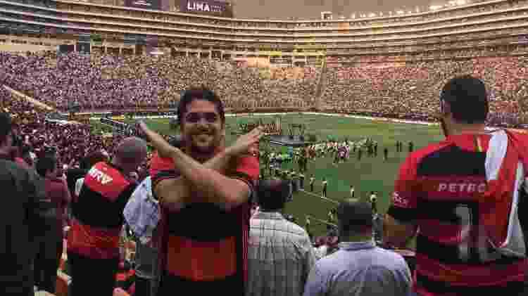 Gustavo, torcedor do Flamengo, celebra o título da Libertadores no Estádio Monumental - Arquivo Pessoal - Arquivo Pessoal