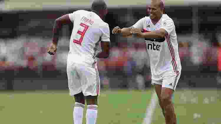 Fabão e Aloísio Chulapa comemoram gol do São Paulo sobre o Bayern na Legends Cup - Paulo Pinto/saopaulofc.net