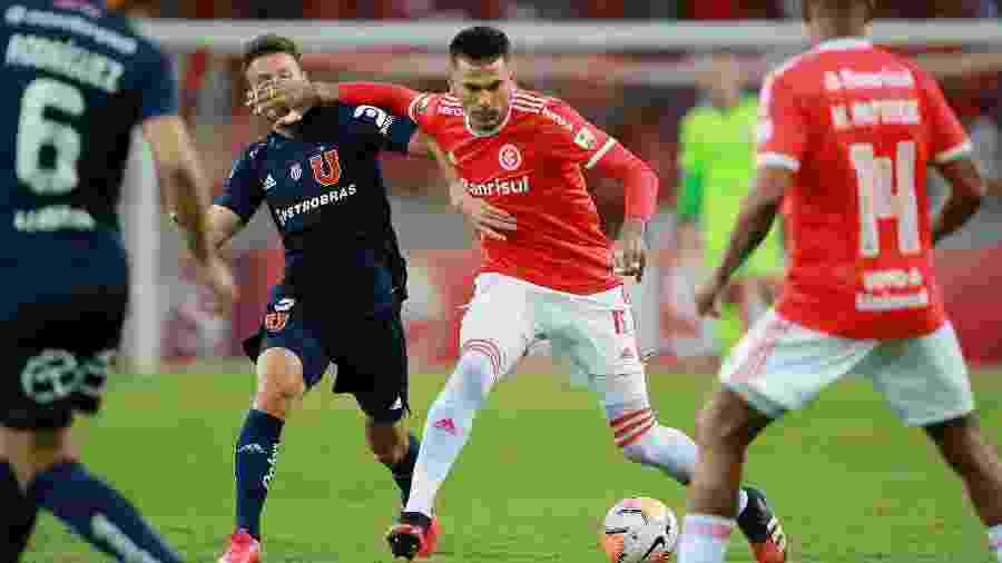 Victor Cuesta não atua contra o Flamengo pois está suspenso pelo terceiro amarelo - Diego Vara/Reuters