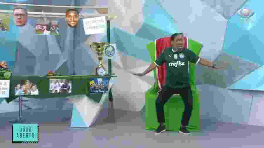 Denílson usa máscara de Patrick de Paula para celebrar título do Palmeiras - Reprodução/Band