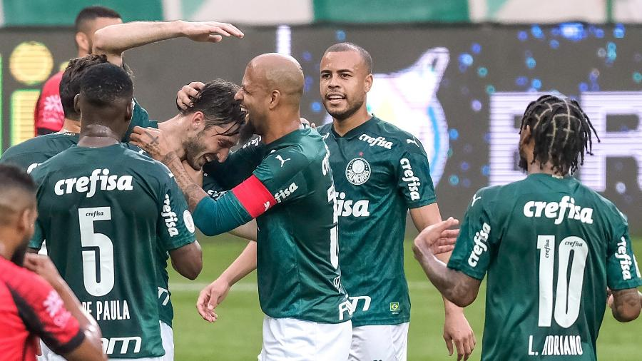 Matias Vina comemora gol do Palmeiras contra o Atlético-GO - Marcello Zambrana/AGIF