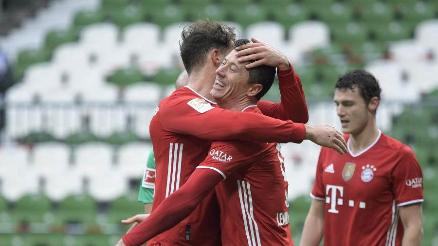 Lewandowski comemora gol do Bayern de Munique contra o Werder Bremen - REUTERS/Fabian Bimmer