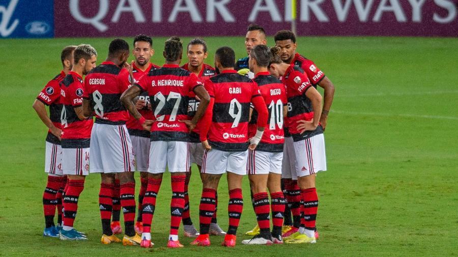 Jogadores do Flamengo se reúnem antes do apito inicial contra o La Calera, do Chile, pela Libertadores - Marcelo Cortes / Flamengo