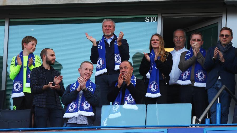 Roman Abramovich (alto) é o dono do Chelsea desde 2003 - Clive Rose/Getty Images