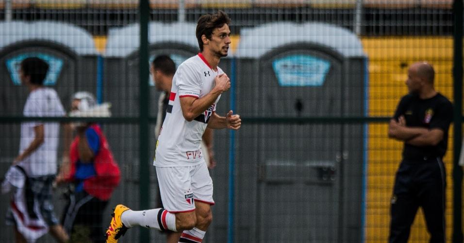 Rodrigo Caio comemora o seu gol pelo São Paulo contra o Rio Claro, no Paulistão