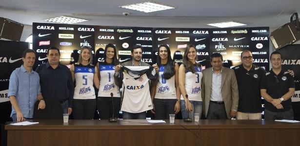 Corinthians apresentou novo parceiro, mas a marca da empresa sumiu das propriedades do clube