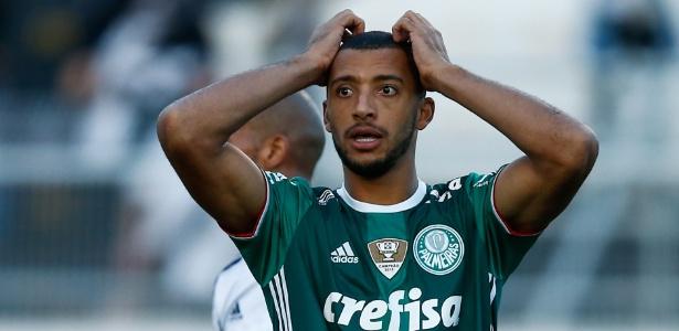 Vitor Hugo perdeu espaço no time titular do Palmeiras após queda de rendimento