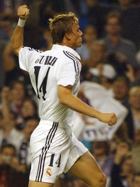 Guti virou ídolo no Real Madrid após atuar por 15 anos com a camisa merengue - AFP/Pierre-Philippe Marcou