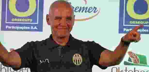 Espinosa é apresentado no Metropolitano-SC como treinador - Sidnei Batista/Divulgação/Metropolitano - Sidnei Batista/Divulgação/Metropolitano