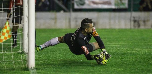 Victor se lesiona e será submetido a cirurgia nesta terça-feira - Bruno Cantini/Atlético