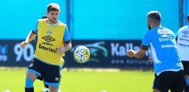 Zagueiro argentino disse que jogo de sábado 'não foi com a cara do Grêmio'