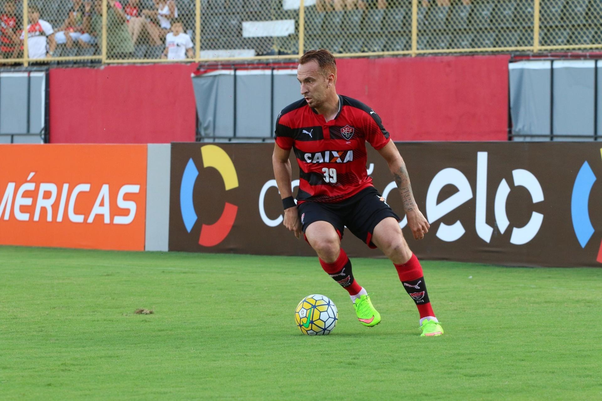 Zé Love reitera desejo de seguir no Vitória em 2017