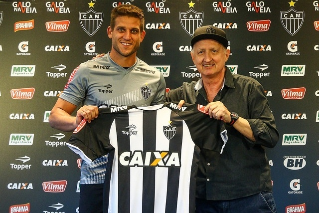 Rafael Moura é apresentado no Atlético-MG