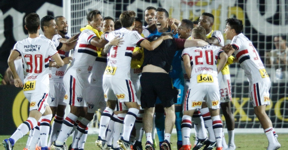 Jogadores do São Paulo comemoram vitória nos pênaltis sobre o Corinthians, na final da Flórida Cup