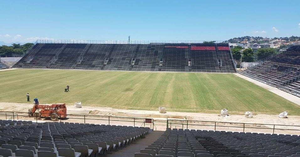 O Flamengo iniciou a instalação das cadeiras rubro-negras na Arena da Ilha