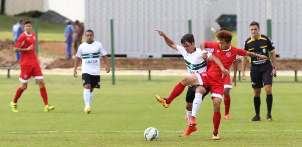 O chinês Zhang Yuanshu, pelo Desportivo Brasil