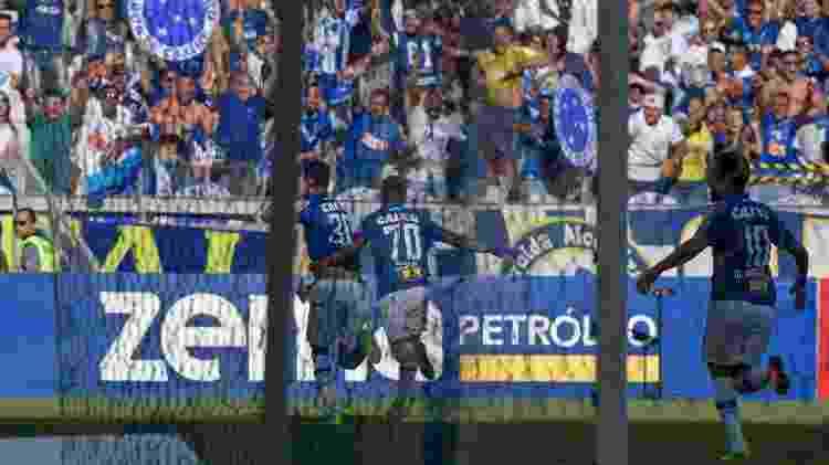 Jogadores do Cruzeiro comemoram o gol de Thiago Neves diante do Atlético-MG no Campeonato Mineiro - Washington Alves/Cruzeiro - Washington Alves/Cruzeiro