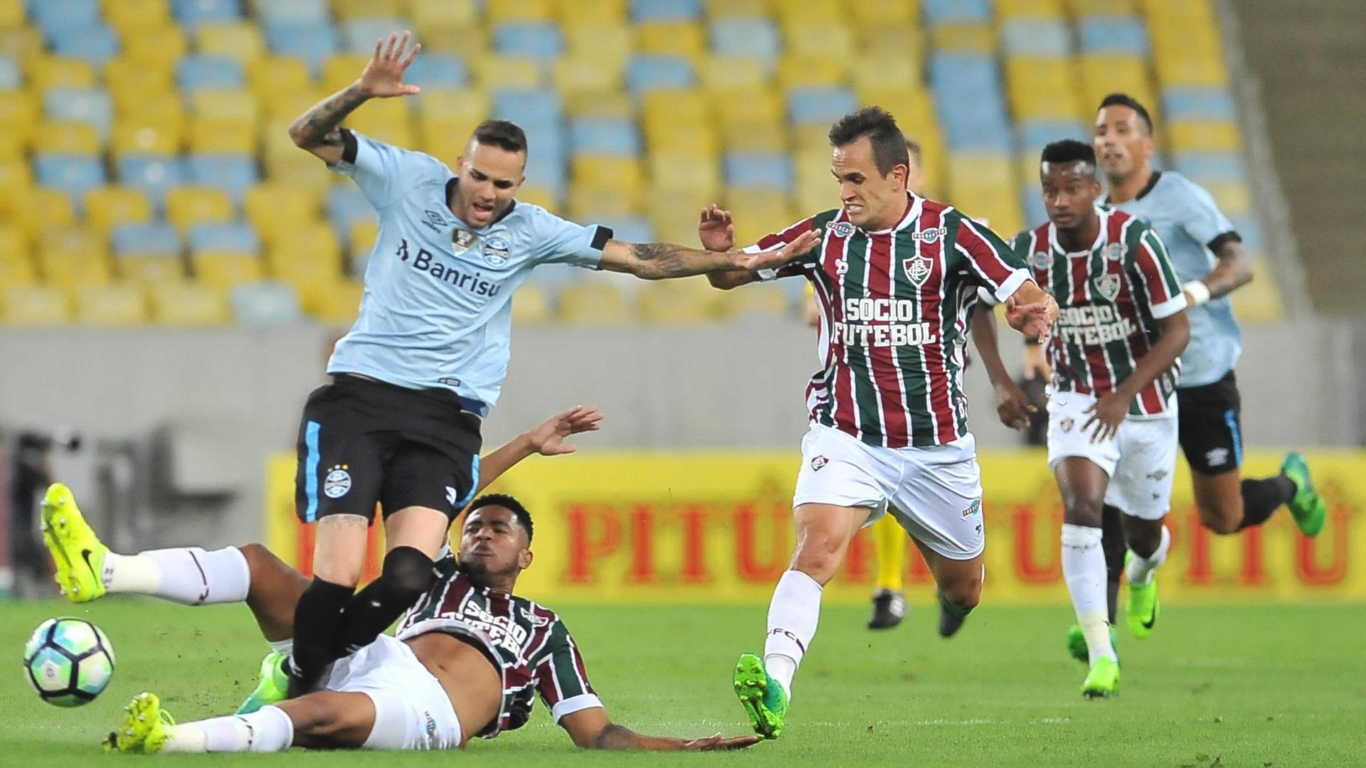 Nogueira, do Fluminense, é expulso após falta em Luan, do Grêmio