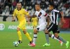 Jogadores de Botafogo e Vasco colocam árbitro como