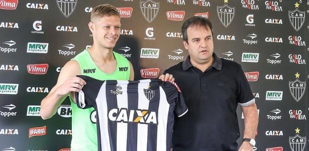 Domenico Bhering (direita) vai cuidar do futebol do Atlético até que seja contratado um diretor