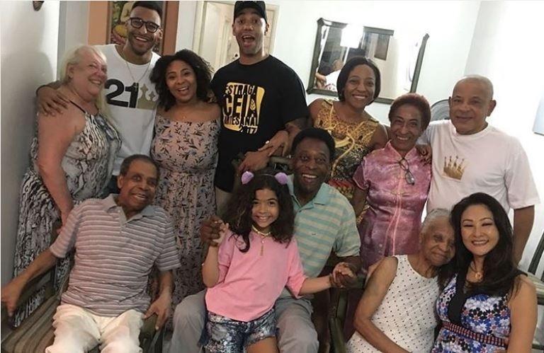 Pelé curte o Natal em grande família