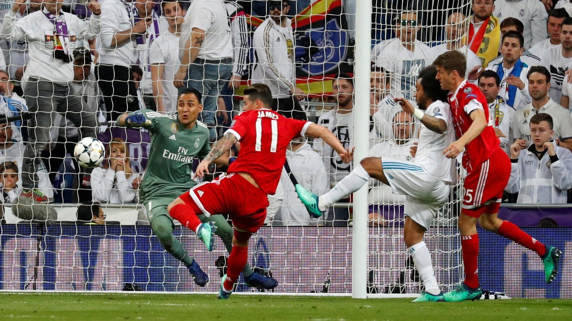 James Rodríguez desperdiçou boa oportunidade de marcar para o Bayern