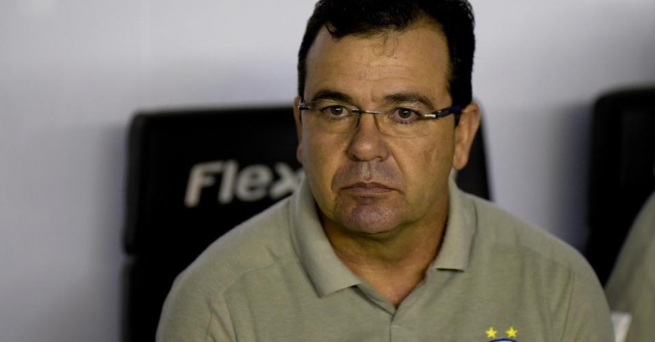 Técnico Enderson Moreira comanda o Bahia durante partida contra o Vasco pela Copa do Brasil