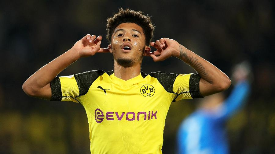 Jadon Sancho comemora gol do Borussia Dortmund. Clube espera que ele não vá embora - EFE/FRIEDEMANN VOGEL