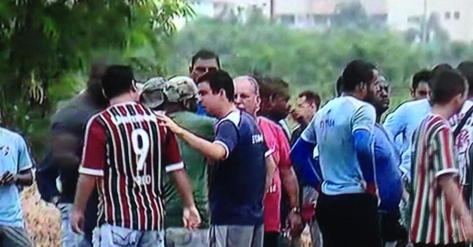Torcedores do Fluminense invadiram o treinamento do time no CT nesta sexta-feira