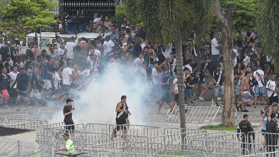 Após muita polêmica, torcedores foram barrados e entraram em confronto com a polícia - ANDRÉ FABIANO/CÓDIGO19/ESTADÃO CONTEÚDO