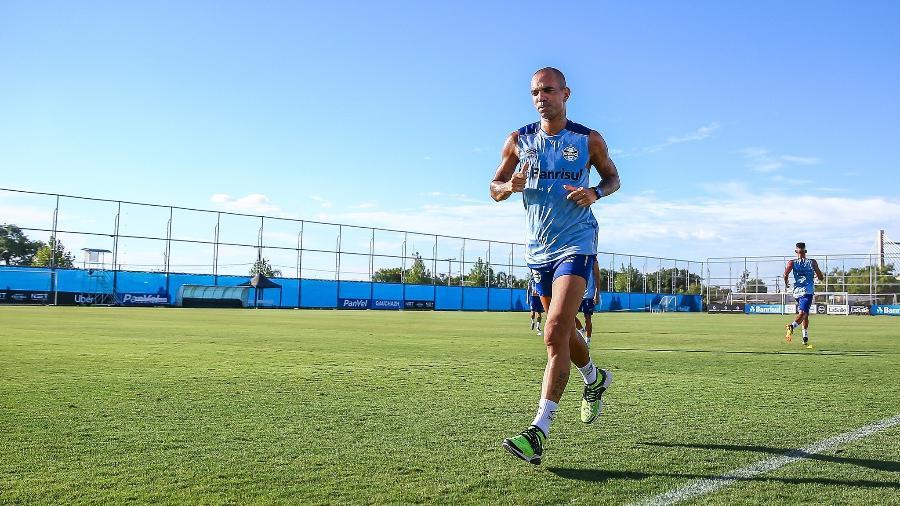 Diego Tardelli está legalmente apto a jogar pelo Grêmio, com contrato firmado - Lucas Uebel/Grêmio
