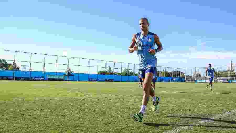 Diego Tardelli tem realizado atividades físicas após rescindir com o Grêmio. Ele pode voltar ao Galo no mercado da bola - Lucas Uebel/Grêmio