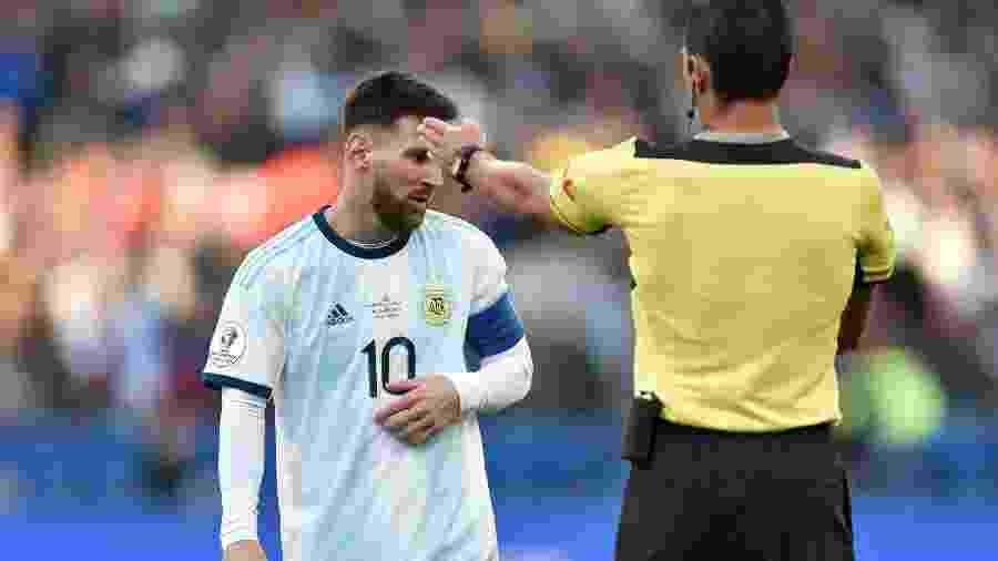 Messi se envolveu em polêmicas com a arbitragem durante a Copa América no Brasil -  Douglas Magno/AFP