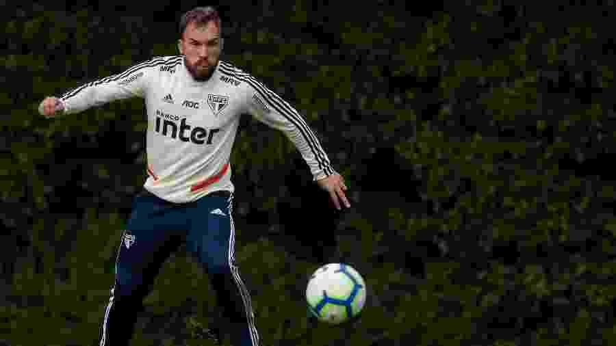 Volante Willian Farias fez apenas sete partidas com a camisa do São Paulo - Marcello Zambrana/AGIF