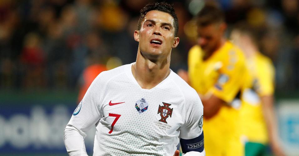 Cristiano Ronaldo comemora gol de Portugal contra a Lituânia