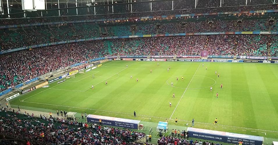 Torcida do Bahia marca presença em jogo contra o São Paulo, na Fonte Nova